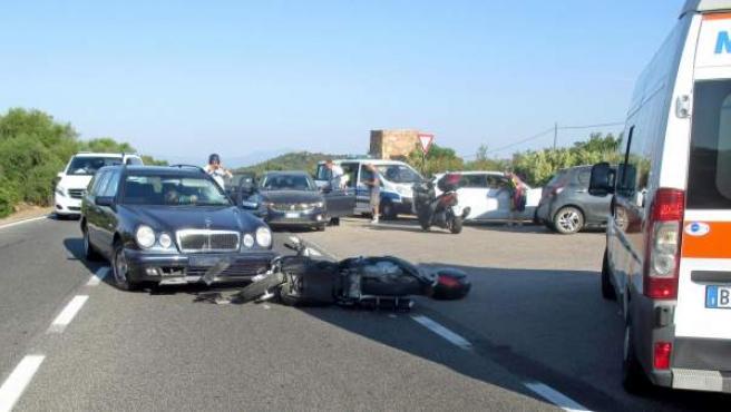 Imagen cedida por la policía local de Olbia que muestra el accidente del actor estadounidense George Clooney.