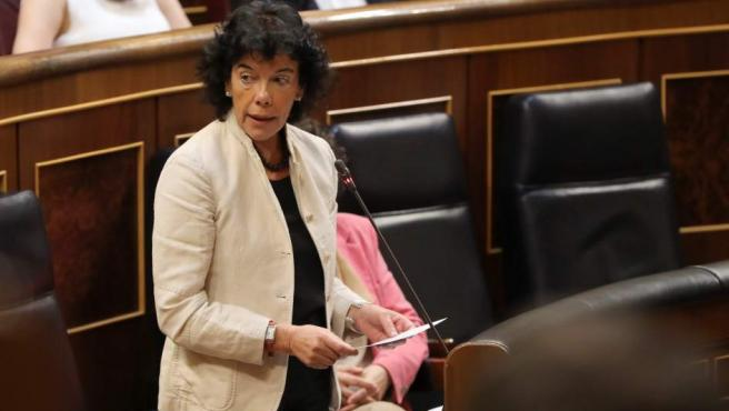 La ministra de Educación, Isabel Celaá, durante una intervención en el pleno del Congreso.