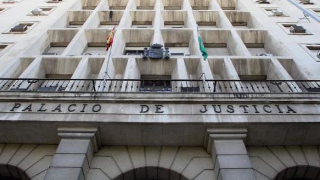 Exteriores de la Audiencia Provincial de Sevilla.