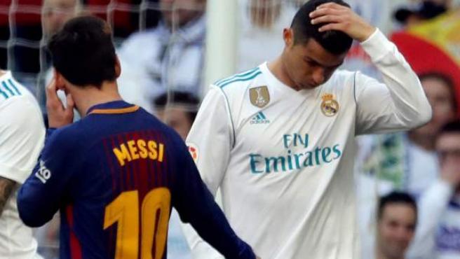 Leo Messi y Cristiano Ronaldo durante un Real Madrid - Barça.