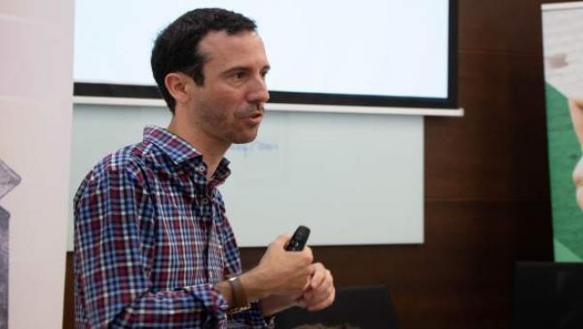 El gerente cultural Adrián Yánez, en los Cursos de Verano de la UPO