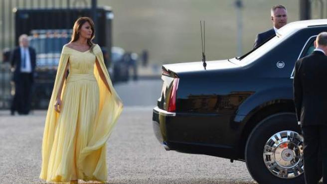 Melania Trump llega a la cena de gala en Oxfordshire.