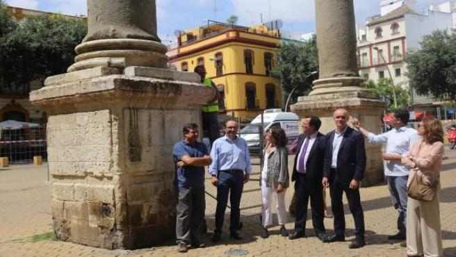 Trabajos de conservación en las columnas de la Alameda de Sevilla