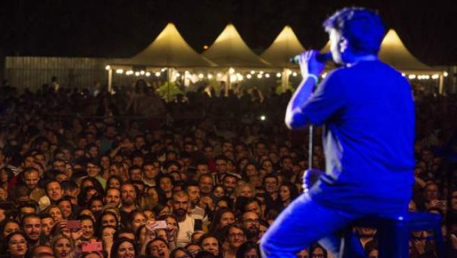 Público de Montijo durante la actuación de Estopa