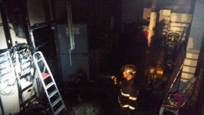 Incendio en la nave de un polígono industrial de Jerez de la Frontera