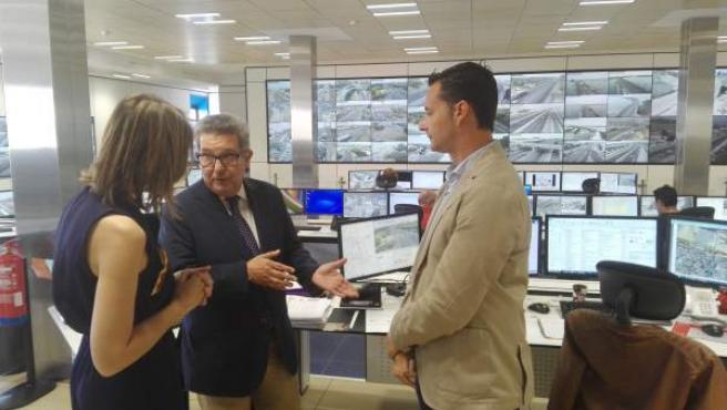 Visita del subdelegado del Gobierno en Sevilla al Centro de Gestión de Tráfico