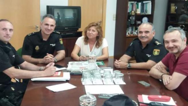 Reunión de la delegada de Turismo en Jaén y el comisario de Policía Nacional
