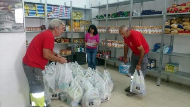 Las Gabias reparte alimentos a vecinos necesitados