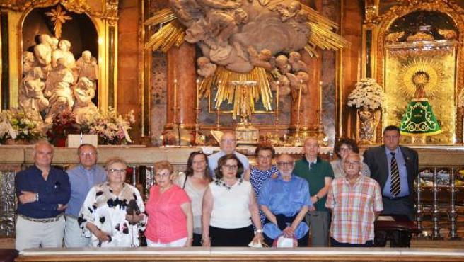 La Unión Vecinal Cesaraugusta realiza una ofrenda floral a la Virgen del Pilar
