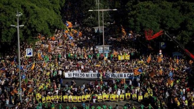 Miles de personas pidieron en Barcelona la libertad de los políticos encarcelados.