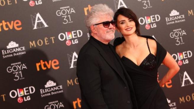 El director Pedro Almodóvar y la actriz Penélope Cruz, en la gala de los Goya 2017.