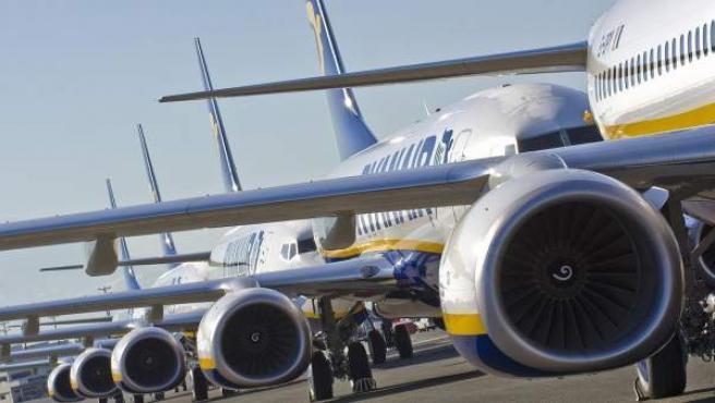 Aviones de Ryanair en un aeropuerto.