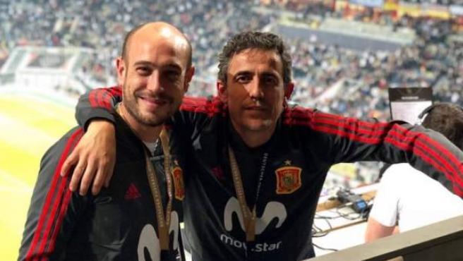 Antolín Gonzalo (derecha) junto a Pablo Delgado (izquierda) en su etapa como ojeador de la Selección española de fútbol.