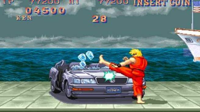Ken destrozan el coche en el Street Fighter.