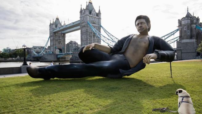 ¿Qué hace una estatua de 8 metros de Jeff Goldblum en pleno centro de Londres?