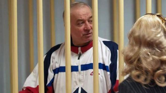 <p>El ex espía ruso Sergei Skripal, durante una audiencia en el tribunal militar de Moscú, el 9 de agosto de 2006.</p>