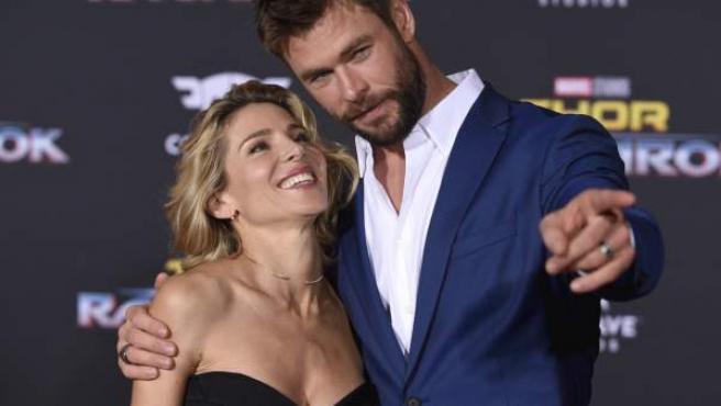 """La actriz Elsa Pataky y Chris Hemsworth durante la presentación mundial de """"Thor: Ragnarok""""."""