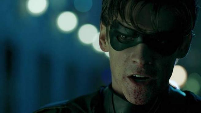 Brenton Thwaites en la piel de Robin en 'Titans'.