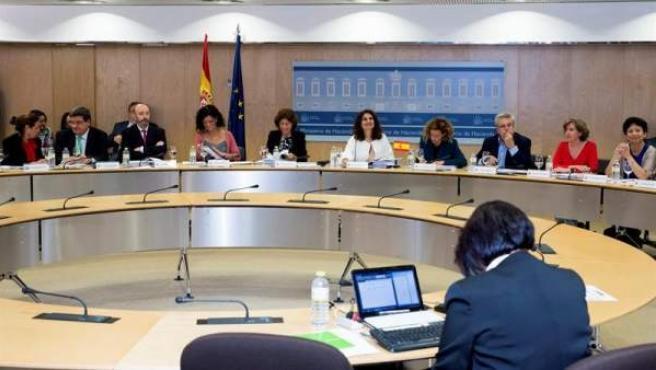 La ministra de Hacienda, María Jesús Montero, junto a la ministra de Política Territorial, Meritxell Batet, durante la reunión del Consejo de Política Fiscal y Financiera (CPFF), en Madrid.
