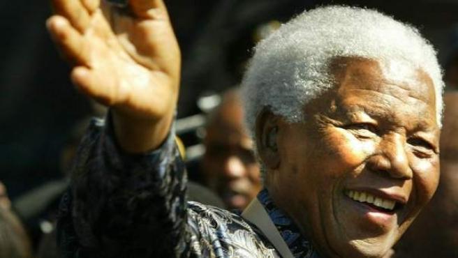 Nelson Mandela, el primer presidente de la democracia multirracial de Sudáfrica y premio Nobel de la Paz, en Johannesburgo, Sudáfrica, el 23 de julio de 2004.