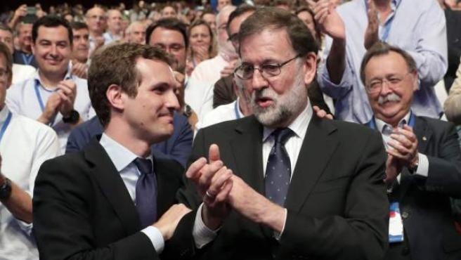 Pablo Casado, junto a Mariano Rajoy tras ser elegido nuevo presidente del PP.