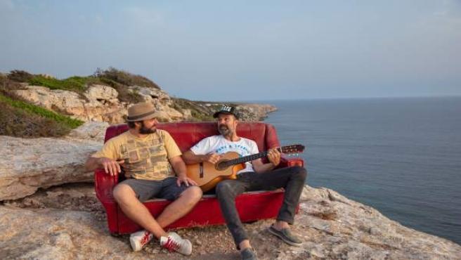 Jah Chango y Pau Donés colaboran en el single 'Sofá de cuero'