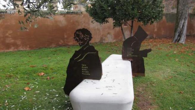 Banco con esculturas en el Monasterio de Veruela.