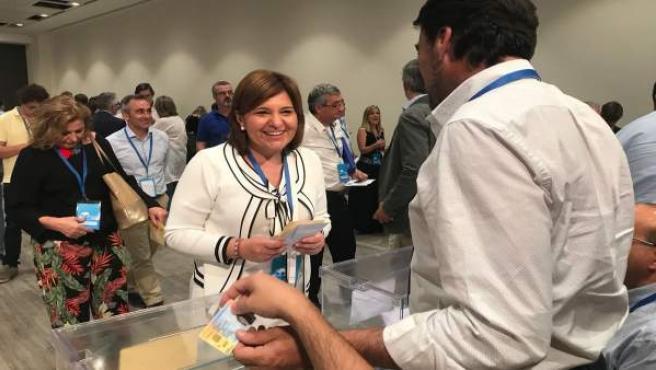 La jefa del PPCV, antes de emitir su voto
