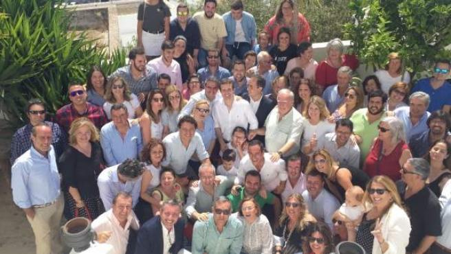 Pablo Casado con militantes y dirigentes del PP en Vejer