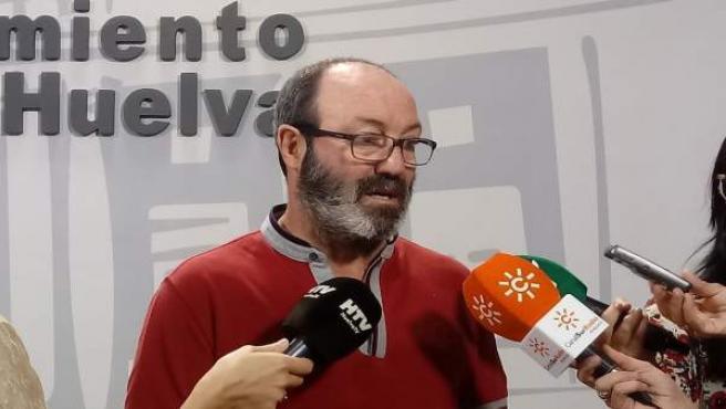El presidente de IU,Pedro Jiménez, atiende a los medios