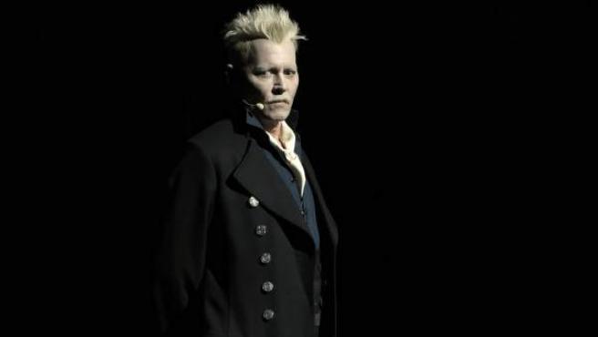 Johnny Depp, caracterizado como Gellert Grindelwald en la presentación del tráiler de 'Animales fantásticos' en la Comic-Con.