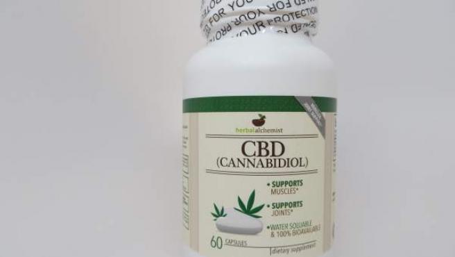 Cápsulas de cannabidiol CBD, uno de los componentes de la planta del cannabis, en una imagen de archivo.