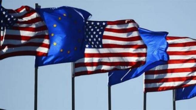 Banderas de Estados Unidos y la Unión Europea, en una imagen de archivo