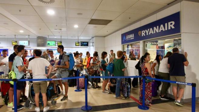 Colas en los mostradores de Ryanair en Barajas.