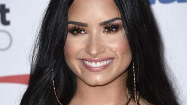 La cantante Demi Lovato posa para la prensa en un evento de 2017.