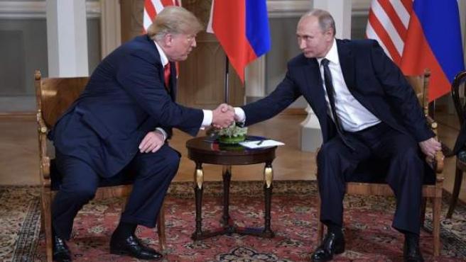 Los presidentes de EE UU, Donald Trump, y de Rusia, Vladimir Putin..