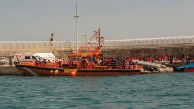 Migrantes en puerto