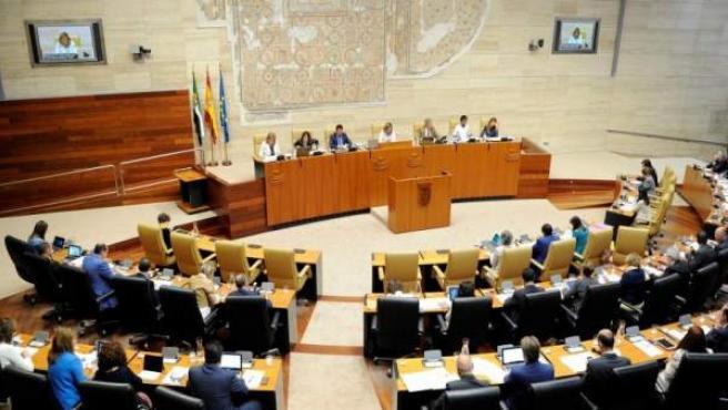 Imagen de archivo de una sesión plenaria en la Asamblea de Extremadura