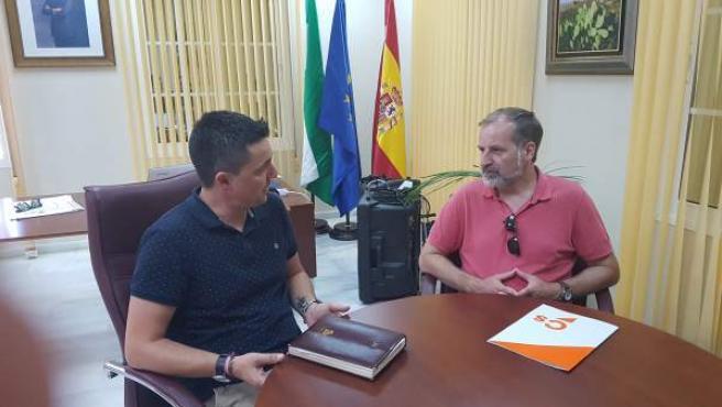 Sichar (Cs) con el alcalde de Arenas