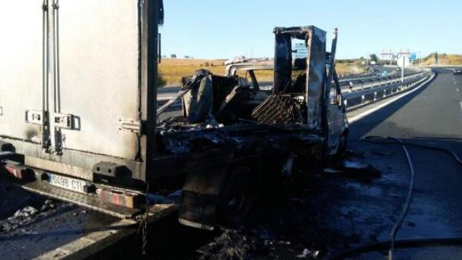 Incendio de un camión en la A-4