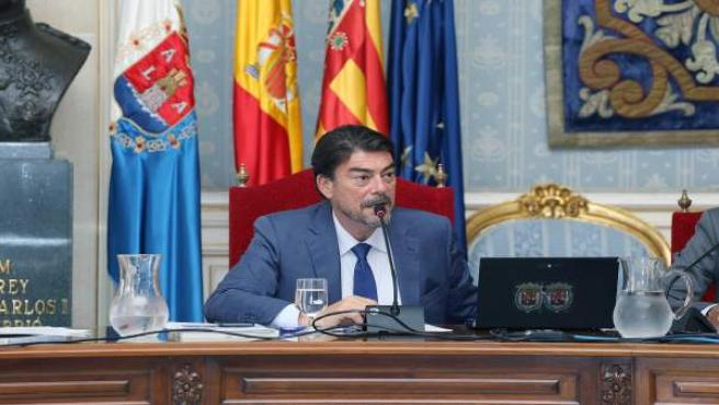 El alcalde de Alicante Luis Barcala preside el pleno. Aparobación de la cancelac