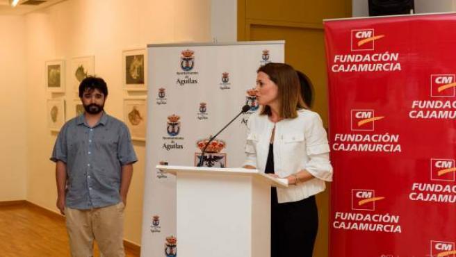 Alcaldesa Águilas y pintor murciano Lucas Brox en inauguración su exposición