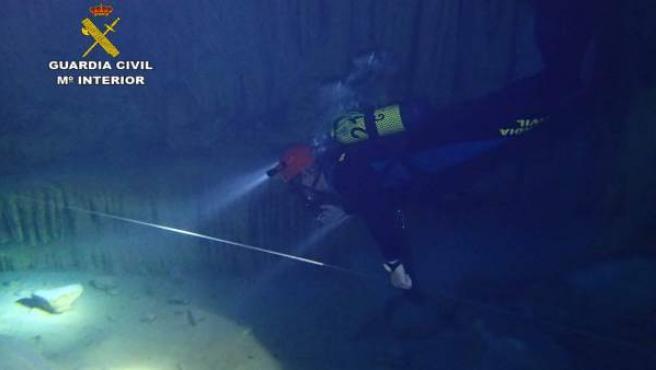 Reconocimiento subacuático de la cueva des Coloms