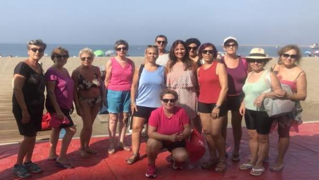 Inés Plaza junto a los usuarios de la actividad deportiva