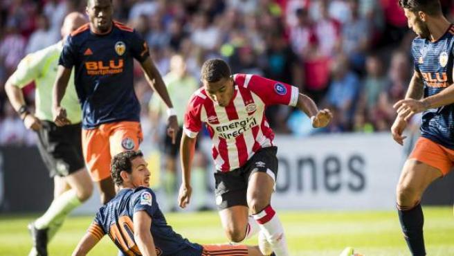 Donyell Malen y Dani Parejo durante el PSV Eindhoven - Valencia CF (2-1).