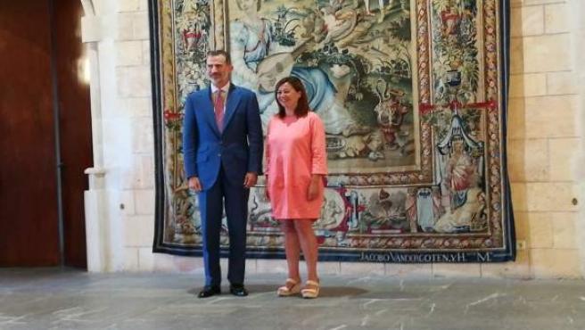 El Rey Felipe y la presidenta Armengol en La Almudaina