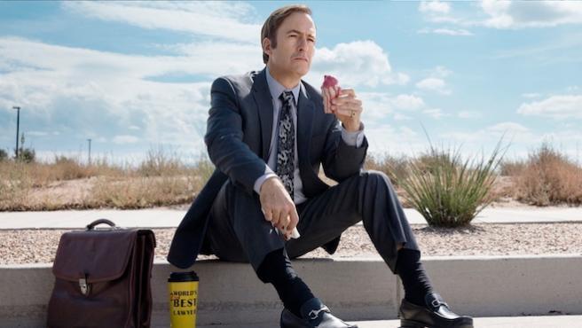 Bob Odenkirk presenta 'Better Call Saul' T4 haciéndole un 'calvo' a la prensa