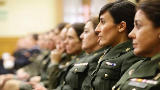 Mujeres en el Ejército.