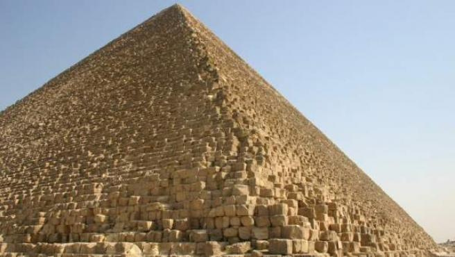 La pirámide de Keops, o Gran Pirámide, en Guiza, Egipto.