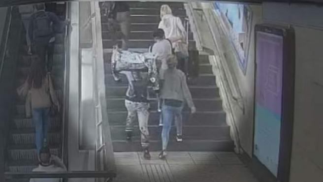 Carteristas en el metro de Barcelona.